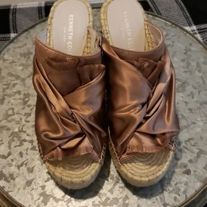 Kenneth Cole size 9M open toe wedges champagne